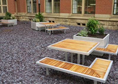 benchmark design - Campus range - Aluminium planters with timber bench